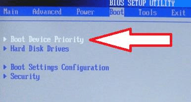 Выбрать пункт Boot Device Priority