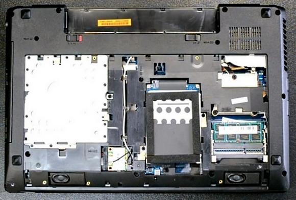 Ноутбук без аккумулятора и нижней крышки
