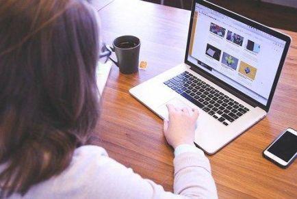 Как включить демонстрацию экрана компьютера в Зуме