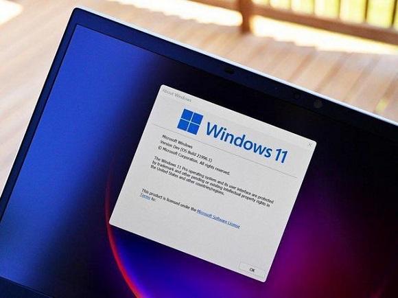 Windows11 на экране компьютера